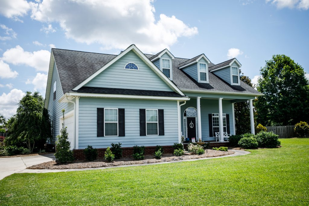 vinyl_siding_irving_texas_with_shutters